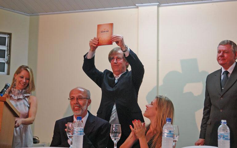 Lançamento do livro sobre os 40 anos do Sindicont